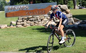 Hannah Arensman in the Team USA cycling kit